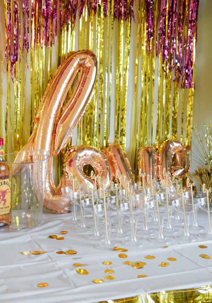 ideas originales despedida de soltera y fáciles de organizar, decoracion despedida original con globos con letras