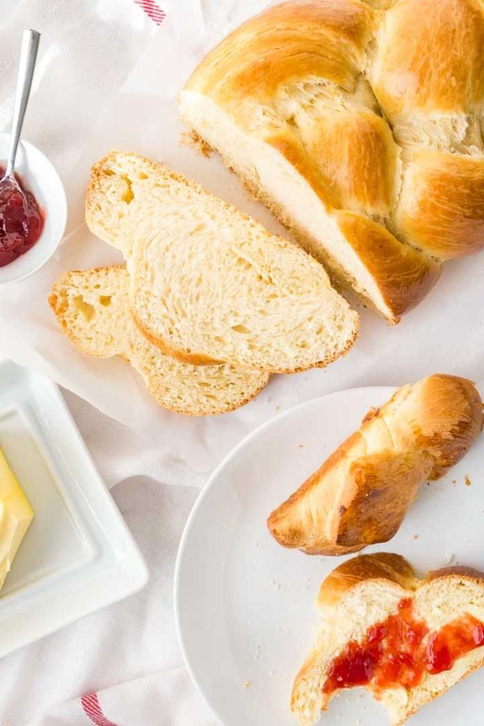 fotos con instrucciones como hacer monas de pascua paso a paso, apetitosas propuestas de recetas de pan dulce