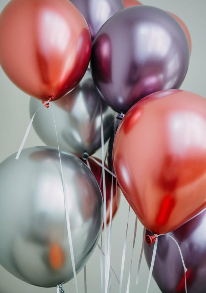fantasticas ideas de regalos para despedida y decoracion fiesta despedida de soltera, globos en colores metalicos