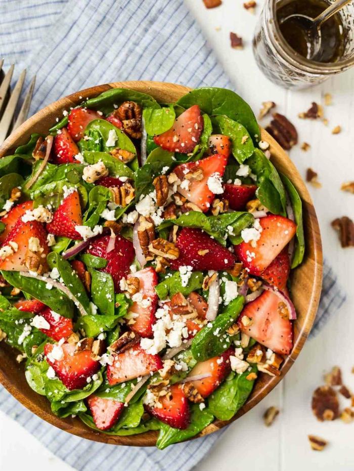 ensalada rica en proteinas, ideas de ensaladas con espinacas faciles de hacer, recetas con espinacas faciles y rapidas