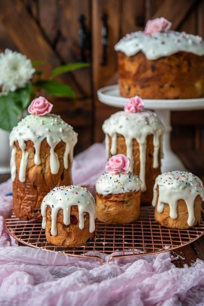 hacer pan en casa para Semana Santa, magdalenas de masa esponjosa con glaseado, las mejores ideas de postres para Pascua