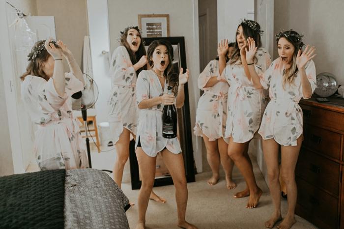 las mejores ideas sobre como organizar una despedida de soltera, despedida de soltera con una pijamada y champán