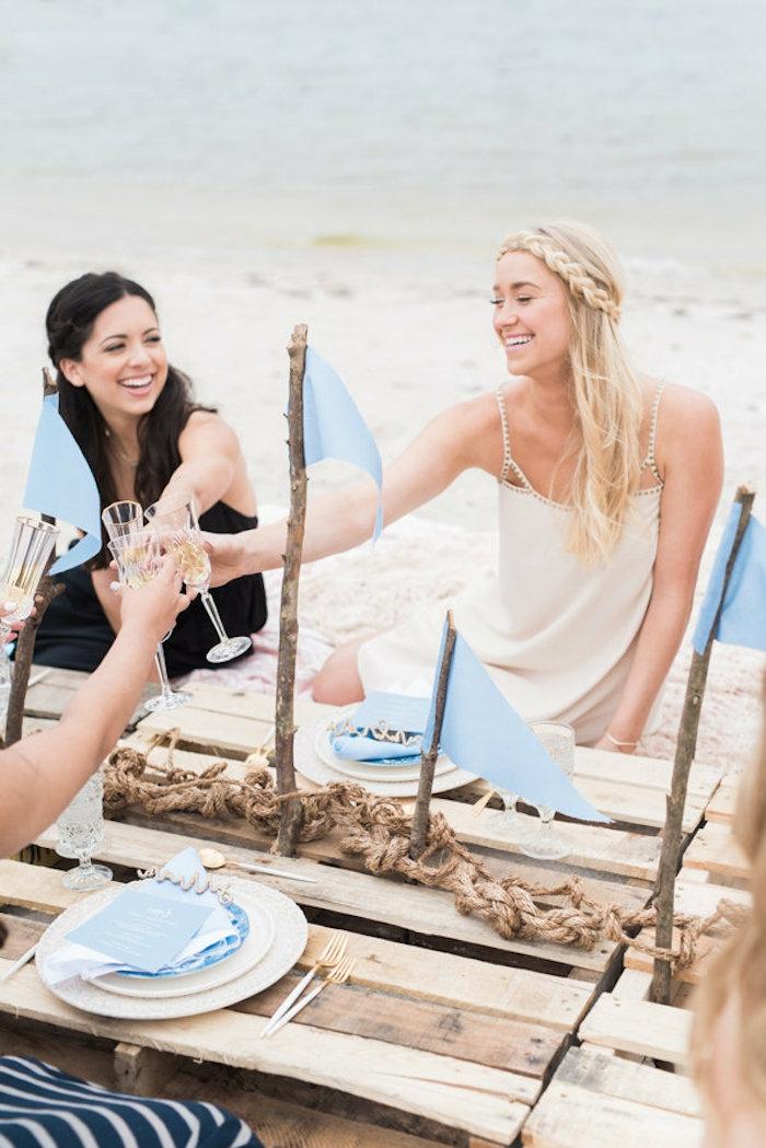 como organizar una despedida de soltera, ideas de imagenes de mejores amigas en una despedida de soltera en la playa