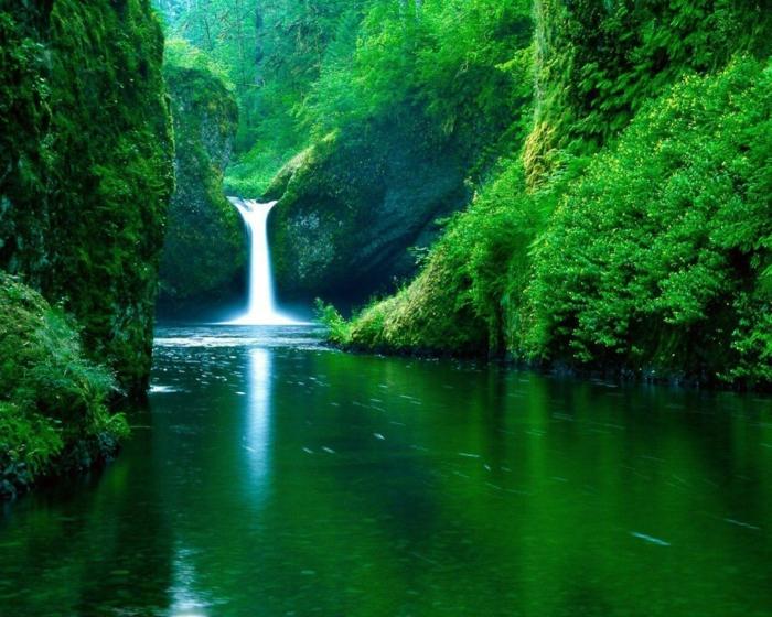 bonita catarrata y un paisaje verde, fondos de pantalla verano chulos para descargar, las mejores ideas de fondos de pantalla