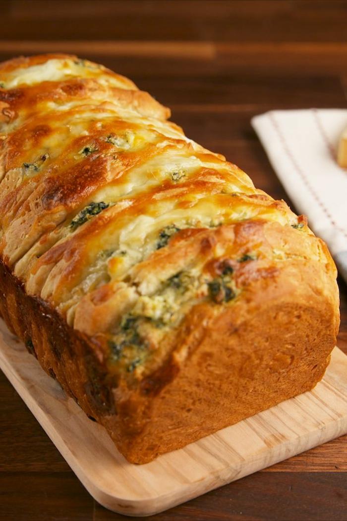 pan casero con quesos y espinacas, ideas de recetas de espinacas saludables, como preparar pan casero paso a paso