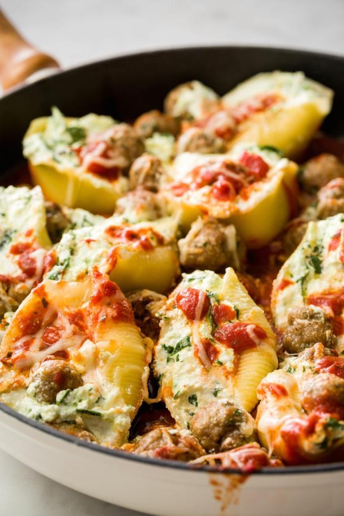 pasta casera con espinacas, ideas de recetas de espinacas originales, fotos de comidas delciosas para cenas con toda la familia