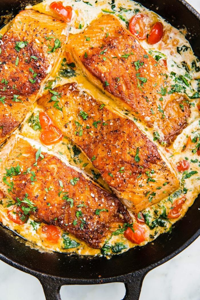 salmón a la crema con espinacas frescas, ideas de recetas de espinacas a la crema, como preparar ssalmon en una sartén