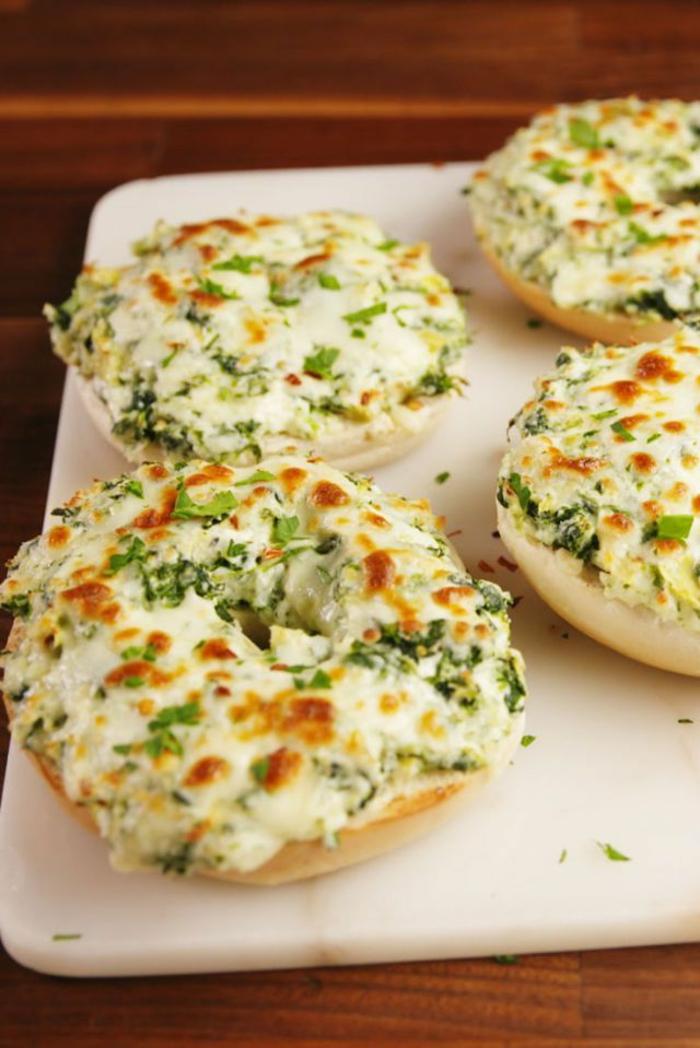 panecillos con quesos y espinacas, geniales ideas sobre como hacer espinacas, desayunos saludables y nutritivos