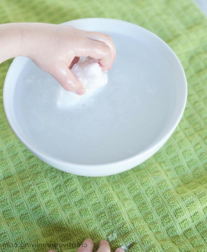 geniales ideas para divertir a tu pequeño, bombas de baño con un regalito dentro, como hacer manualidades paso a paso