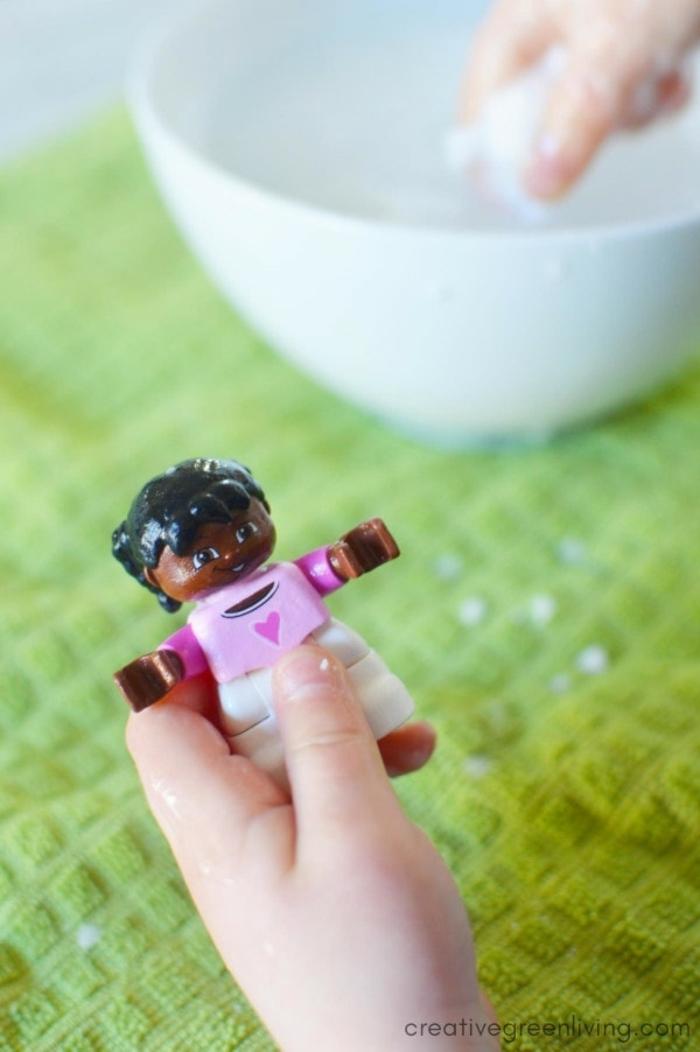 manualidades originales para niños y adultos, bmbas de baño con sorpresa para regalar a tu pequeño, fotos de manualidades