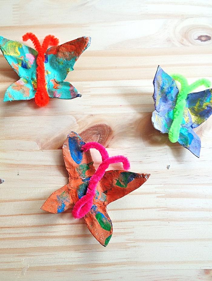 mariposas coloridas de hueveras de carton, ideas de manualidades originales y faciles de hacer en casa, fotos de proyectos DIY
