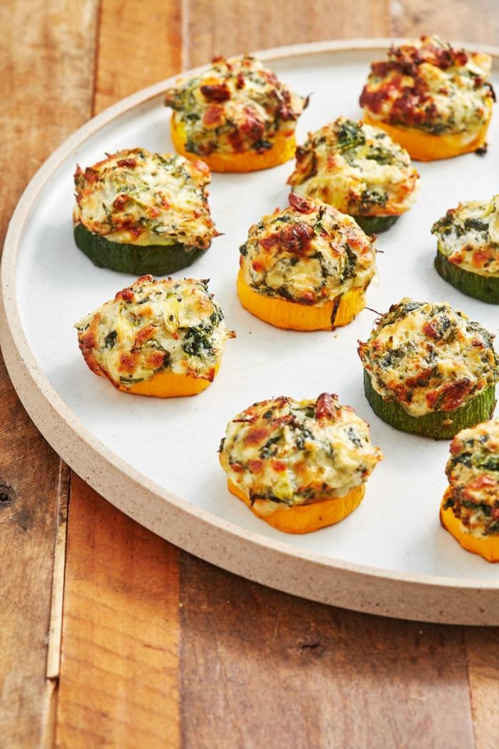 barcos de calabacines con huevos y quesos, recetas bajas en calorias, ideas de aperitivos originales y simpaticos
