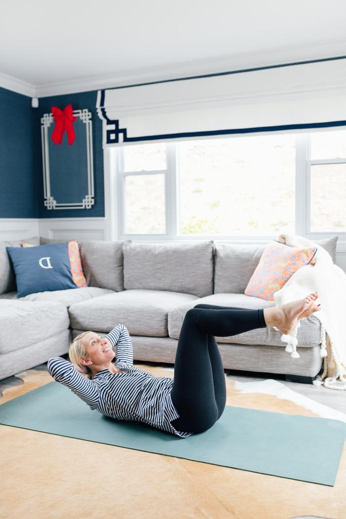 ideas de ejercicios para abdomen, fotos de ejercicios faciles de hacer en tu salon, entrenar en casa paso a paso en fotos