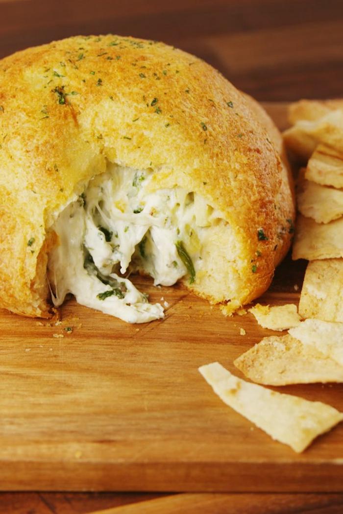 ideas de recetas faciles y economicas para todos los dias, panecillos rellenos con quesos y espinacas, recetas de desayuno