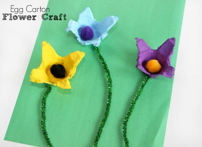 manualidades originales para regalar, tres flores en color amarillo, azul y lila, flores de carton faciles de hacer en casa