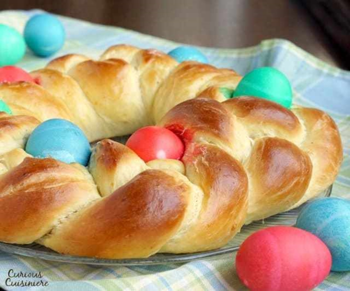 alucinantes ideas sobre como hacer pan en casa, pan dulce para pascua, pasteles adornados con huevos pintados