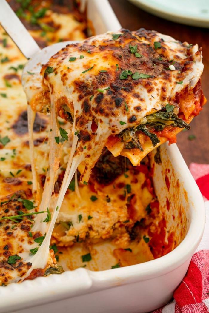recetas vegetarianas faciles, caserola con quesos hundidos y espinacas, ideas de recetas ricas y nutritivas para hacer en casa