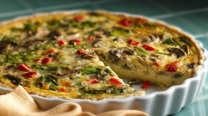 como hacer tarta salada con hongos y espinacas, ideas de recetas ricas y originales, recetas vegetarianas faciles
