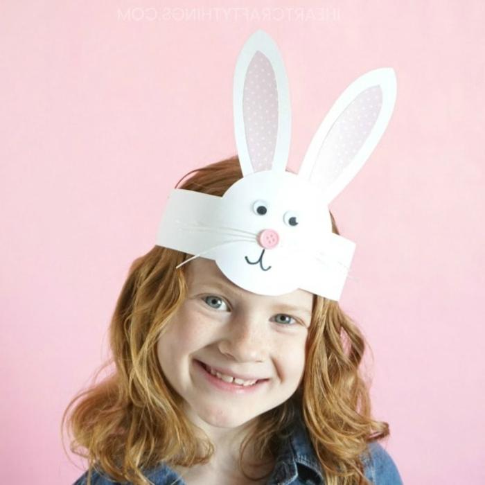 corona de cartulina en forma de conejo, ideas de manualidades con cartulina, manualidades niños 4 años divertidas