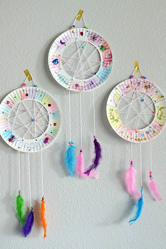 atrapadores de sueños super originales hechos de platos de plástico reciclados, manualidades niños 4 años paso a paso
