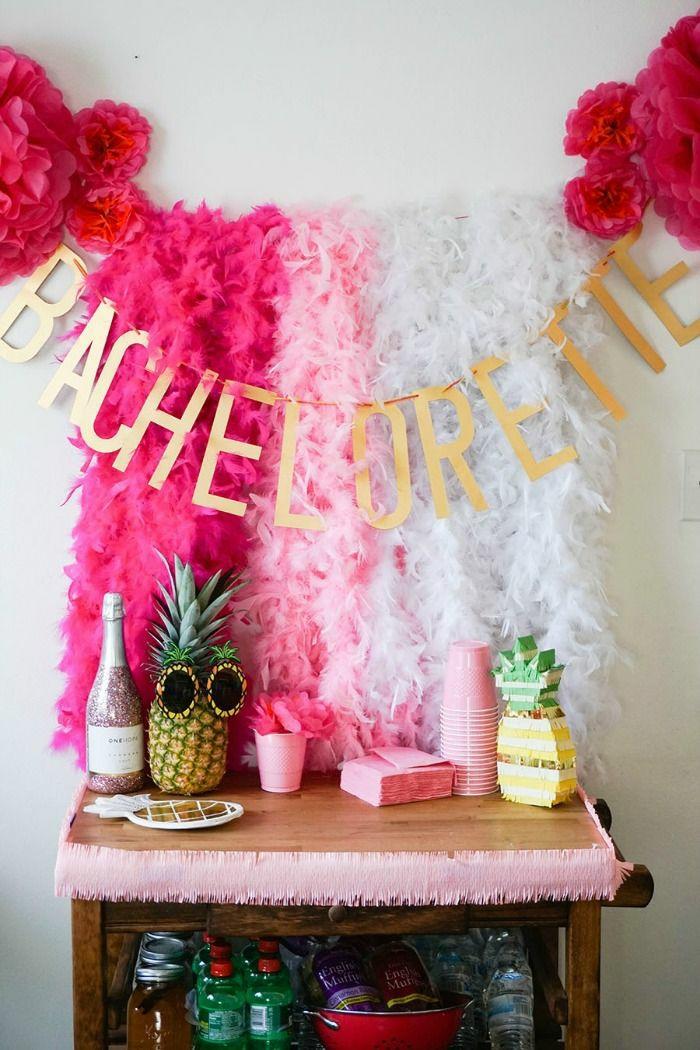 decoracion despediad de soltera con guirnaldas coloridas, ideas para celebrar la despedida de tu mejor amiga en fotos