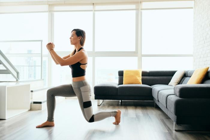 tabla de ejercicios en casa, ejercicios piernas para mujeres en pasos, fotos con ideas de entrenamiento faciles para hacer en el hogar