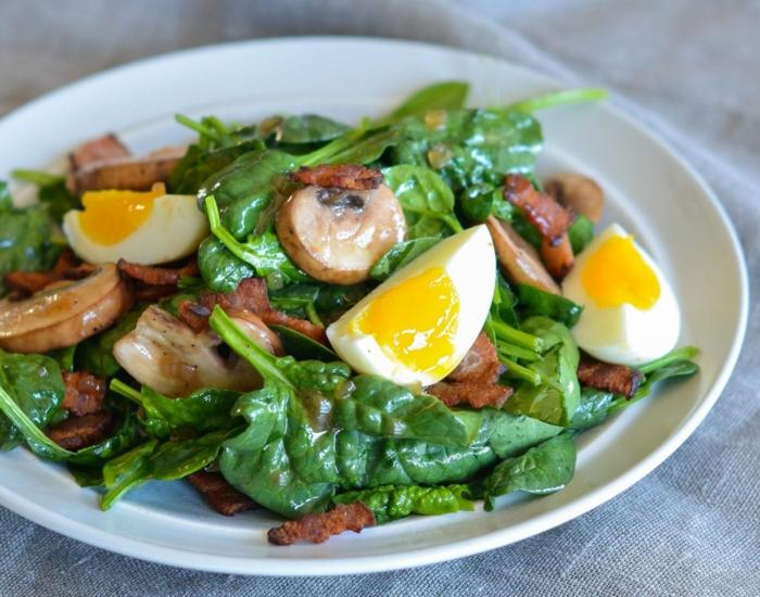 ejemplos de recetas vegetarianas faciles, espinacas frescas, hongos y huevos duros, comidas rapidas y sanas en fotos