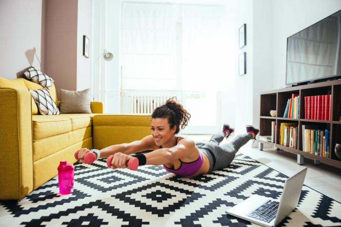 hacer ejercicios en casa con pesas, las mejores rutinas de ejercicios para hacer en tu hogar, programas de entrenamiento