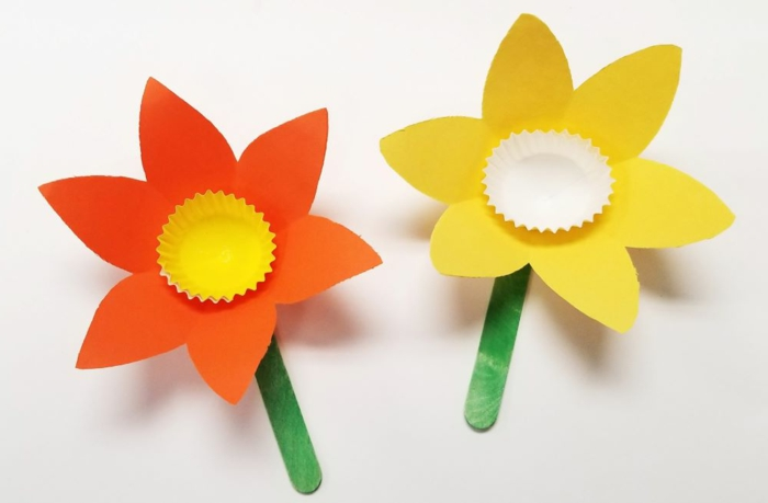 como hacer flores de papel paso a paso, manualidades niños 3 años, ideas de manualiades de papel para hacer en primavera
