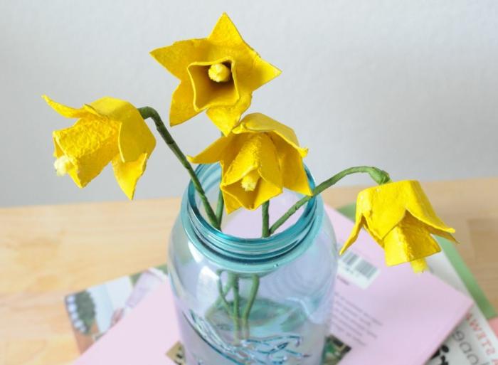 manualidades con hueveras hermosas y divertidas para decorar la casa, flores de cartón de huevo para decorar el hogar