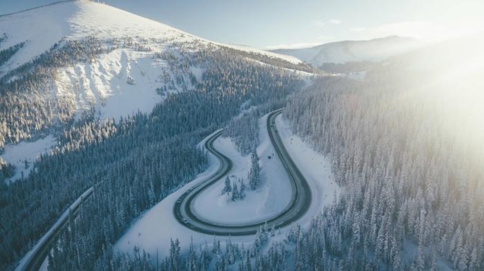 preciosos paisajes montañosos en invierno para calmar tu mente, fondos de pantalla relajantes y bonitos que puedes descargar