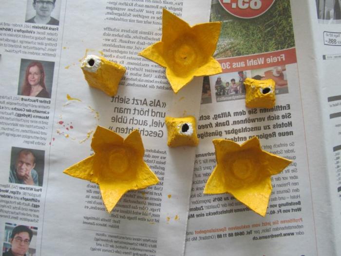 narcisos en color amarillo hechos de cartón de huevos, manualidades con hueveras, fotos de manualidades divertidas