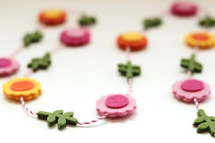 ideas de manualidades de primavera bonitas, manualidades niños 3 años, guirnalda de flores de fieltro, foos de manualidades