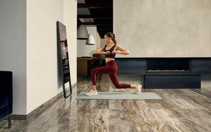 ejemplos de ejercicios de fuerza en casa, fotos de personan que entrenan, ideas sobre como entrenar con tu propio peso
