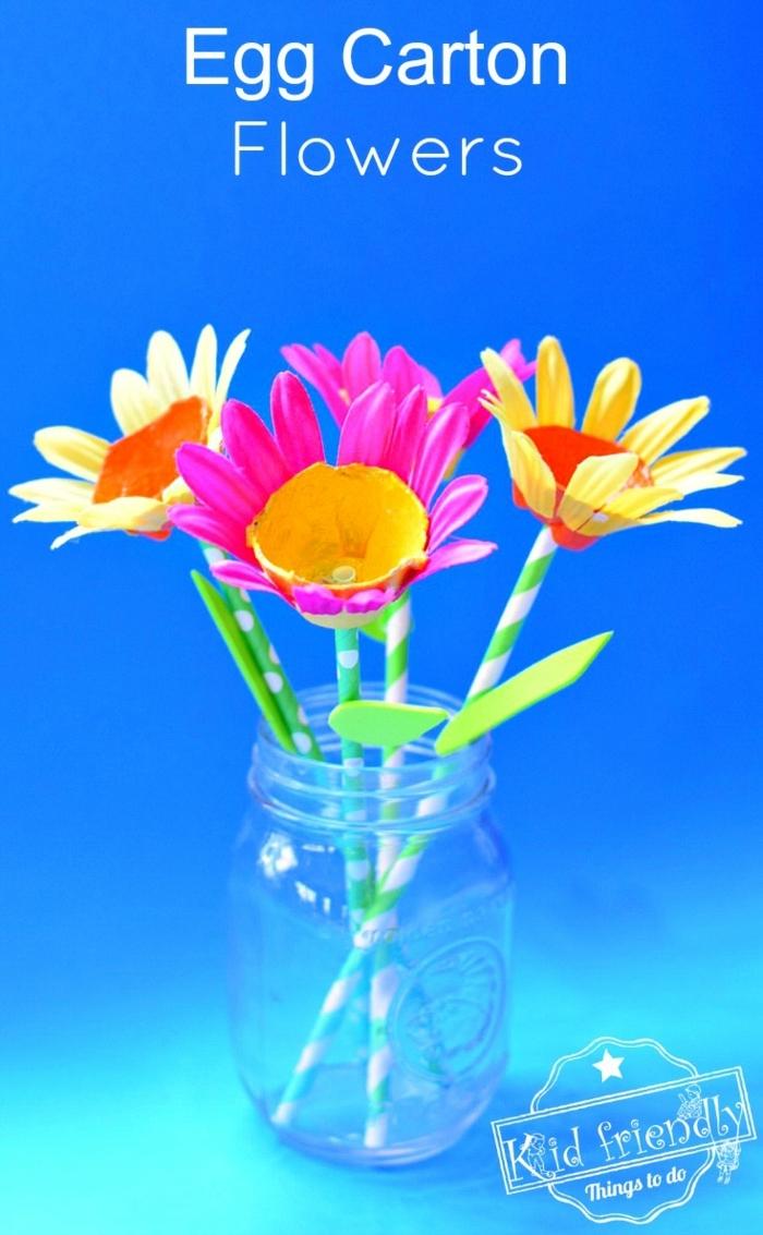 coloridas flores hechas de cartón, hueveras recicladas originales, manualidades de pascua para niños y adultos, ideas de pequeocio