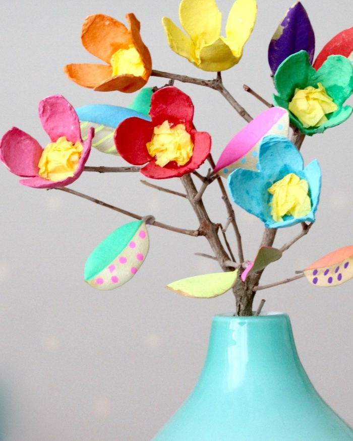 decoracion casera original, florero con flores de cartón DIY, las mejores ideas de manualidades de pascua para decorar la casa