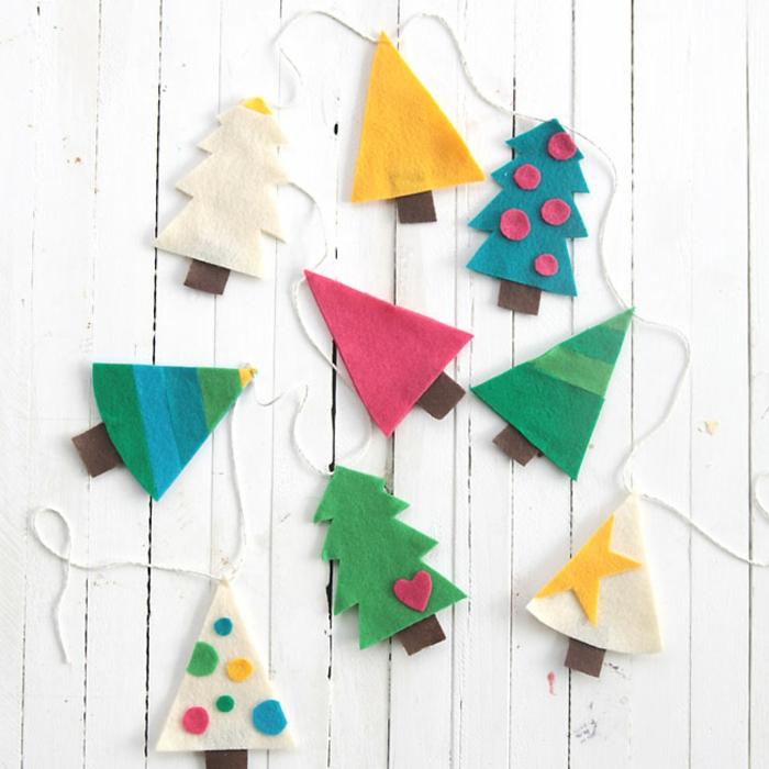 ideas de manualidades navideñas, adronos navideños hechos de fieltro, arboles de fieltro bonitos y faciles de hacer