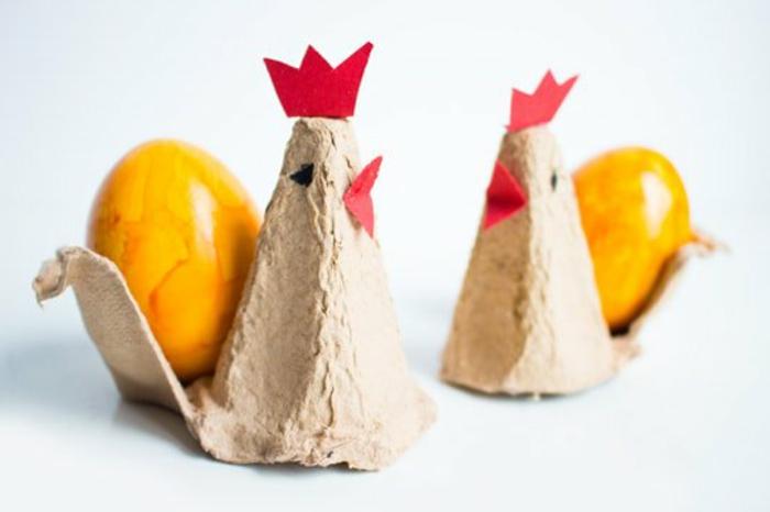 pollos de cart'on con huevos pintados, ideas de manualidades con carton, fotos de manualidades para niño y adulto