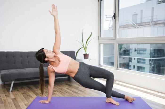 ejercicios piernas y ejercicios de yoga que calman el estrés, ejercicios de flexibilidad originales que tranquilizan