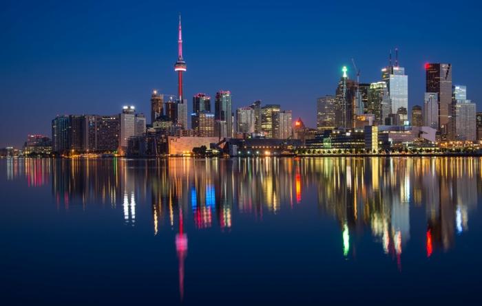 los rascacielos de nueva york y su reflejo en el rio, geniales ideas de imagenes de alta calidad que puedes descargar