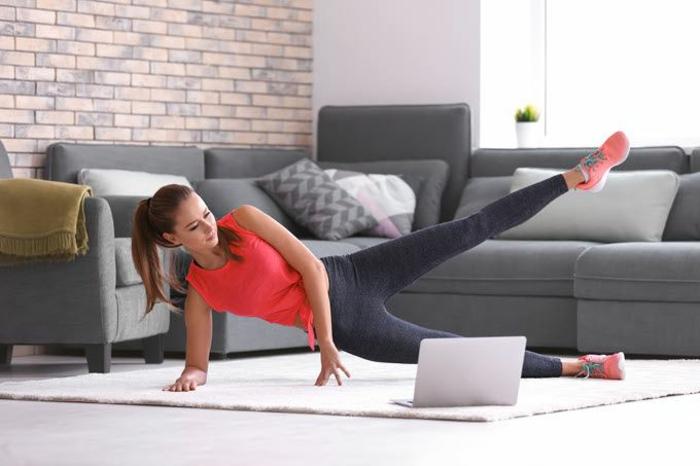 ejercicios de flexibilidad y ejercicios de piernas, fotos con ideas de entrenamiento en casa, ideas de entrenamiento originales