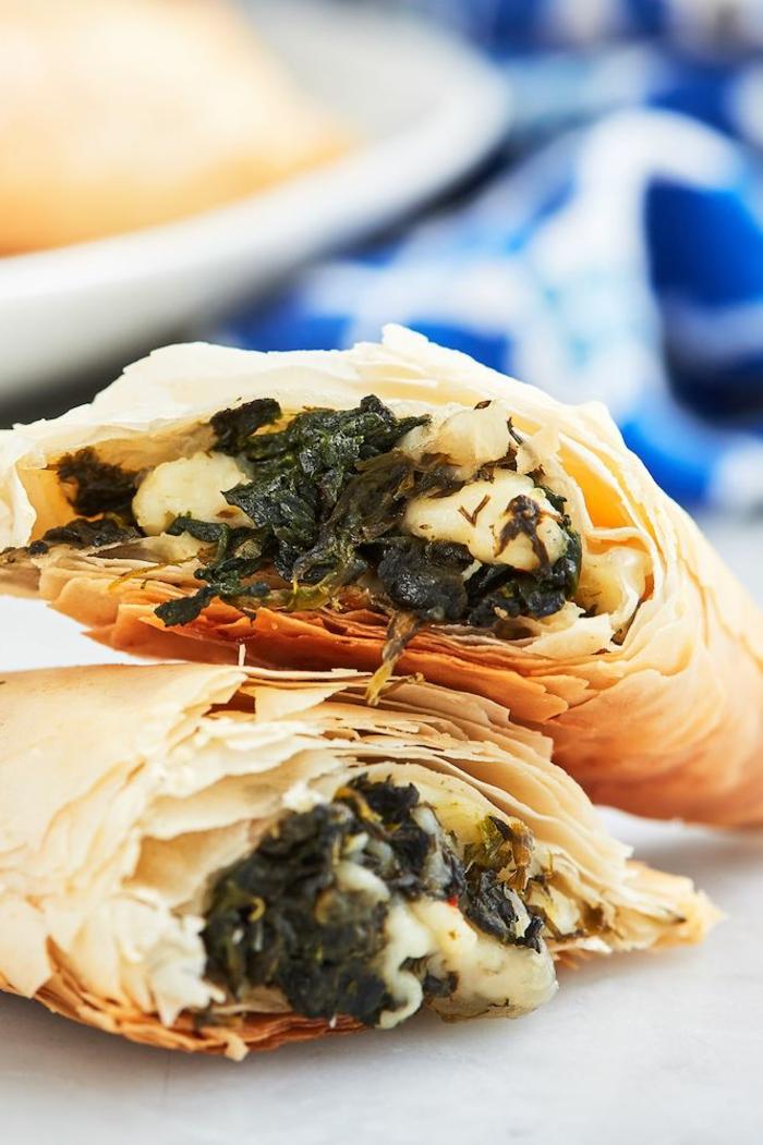 empanadas ricas con queso blanco y espinacas cocinadas a vapor, ideas de desayunos faciles rapidos y nutritivos