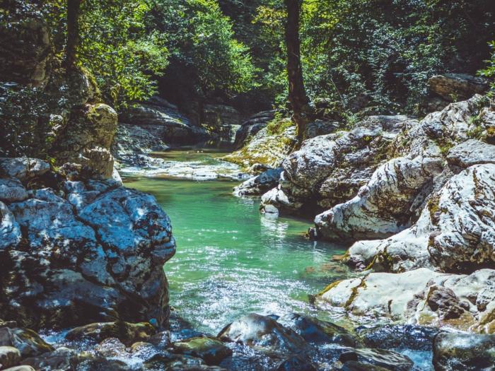 imagenes HD de paisajes montañosos con rios, paisajes preciosos para poner como fondo de pantalla, 100 imagenes