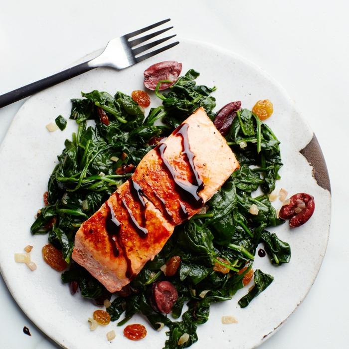 salmón con aderezo con blasamico y espinacas preparadas a vapor, recetas sanas para una vida saludable en fotos