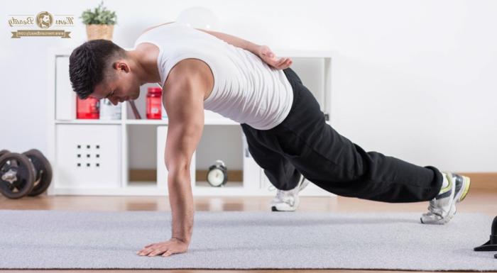 ejercicios de fuerza en casa, ideas para entrenar con tu propio peso, fotos de ejercicios de hombres y mujeres en casa