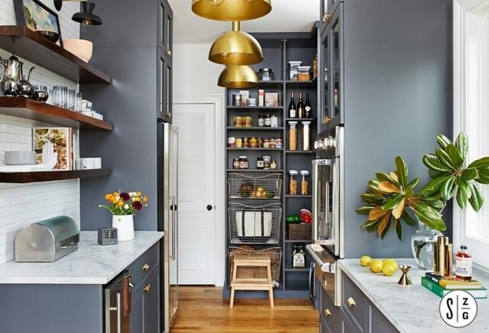 cocina moderna decorada en blanco y gris, organizadores de cocina prácticos, fotos de cocinas modernas y ordenadas
