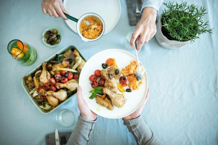 cenas fitness saludables, pollo con verduras, recetas en el horno fáciles, rápidas y originales, fotos de comidas fitness