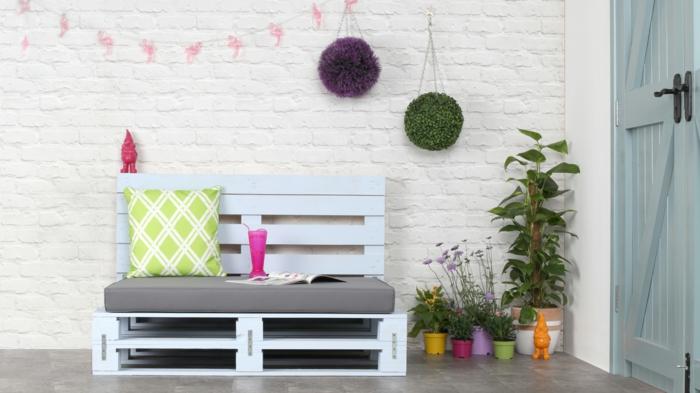 preciosa terraza decorada con palets, decoracion con palets jardin, fotos de muebles hechos con reciclaje, ideas de terrazas comodas