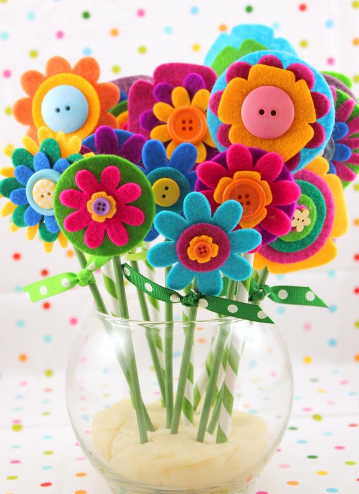 precioso ramo de flores de fieltro, regalos dia de la madre manualidades, ideas de regalos caseros originales y faciles