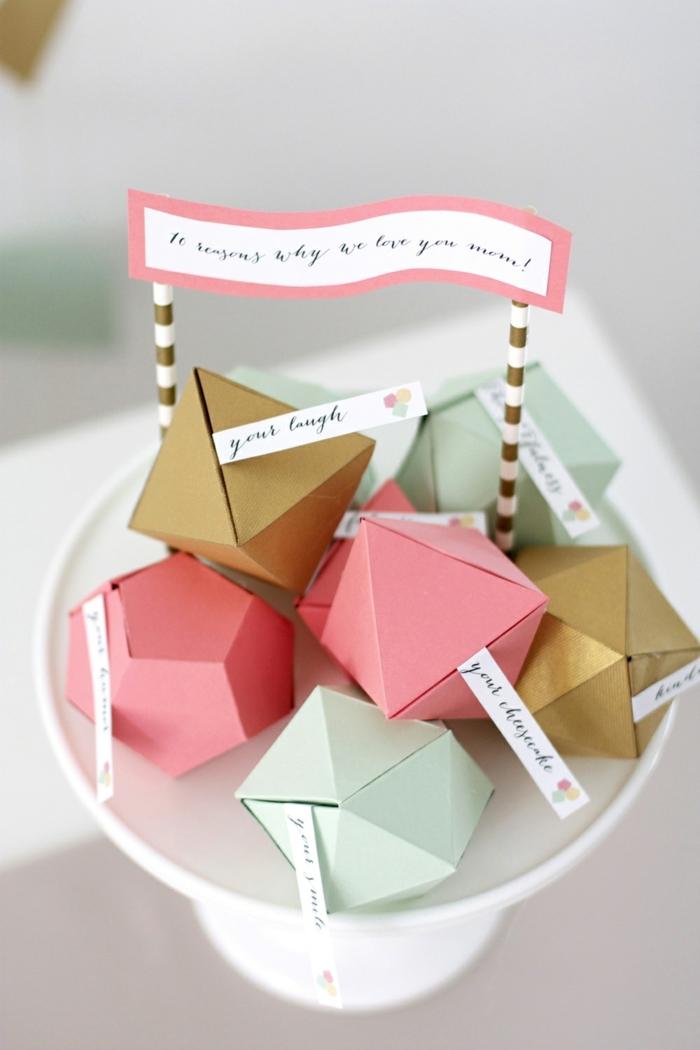 cajas coloridas en forma de diamante con mensajes para tu mama, regalos originales hechos a mano en fotos bonitas